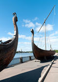 Two old Drakkar boats of the Vikings on the embankment of the Vyborg — Photo