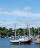 The yachts moored in the port on the quay — Stock Photo