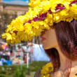 Woman dummy in a hat and a dress of yellow flowers — Stock Photo