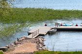 частный причал на берегу озера — Стоковое фото