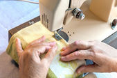Hand of the  woman at the sewing machine — Stock Photo