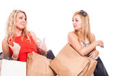 Jealous girls shopping and arguing — Stock Photo