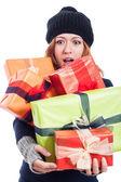 Förvånad kvinna med många presenter — Stockfoto