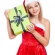 Lachende vrouw van Kerstmis met heden — Stockfoto