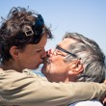 Couple kissing outdoors — Stock Photo #48044129