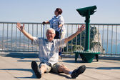 Hilarious senior man tourist on Gibraltar Rock — Stock Photo