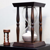 Big and small wooden sand clock — Stockfoto
