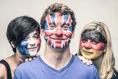 Personas con banderas europeas en caras — Foto de Stock
