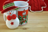 Mug with Christmas decor and santa — Stockfoto