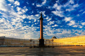 A beautiful morning sky over Palace Square, Saint-Petersburg, Ru — Stock Photo
