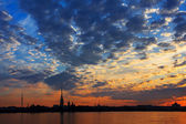 A beautiful sunrise over the Neva River, Saint-Petersburg, Russi — Stock Photo