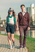 Mladá móda elegantní stylové hipste pár — Stock fotografie
