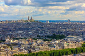 View of Paris, the hill Montmartre and the Sacre Coeur Basilica — Stockfoto