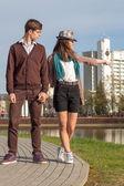 Влюбленная пара молодых моды битник — Стоковое фото
