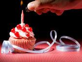 Muffin lighter hand — Stock Photo
