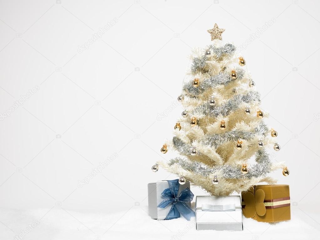 White christmas tree with presents stock photo shotsstudio 16939111 - Arbol de navidad blanco ...