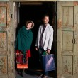 Young caucasian couple with shopping bags — Foto de Stock