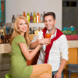 Young happy couple drinking cocktails — Foto Stock
