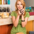 Beautiful young girl with a coffee mug — Stockfoto