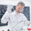 Scientist conducting experiment — Stock Photo