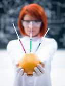 Laboratory grapefruit experiment — Stock Photo