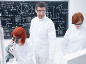 Students in a chemistry lab — Stock Photo