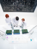 Teacher and students in laboratory — Stock Photo