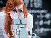Student microscope analysis — Stock Photo