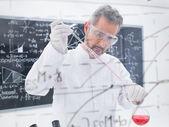 Scientist conducting experiment — Stock Photo