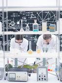 Análisis de laboratorio de química — Foto de Stock