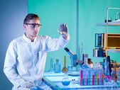 Scientist in chemistry laboratory — Stock Photo