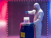Experimenting with bio hazardous waste substances — Stock Photo