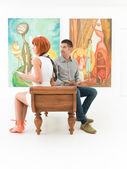 Couple admiring artworks — Stock Photo