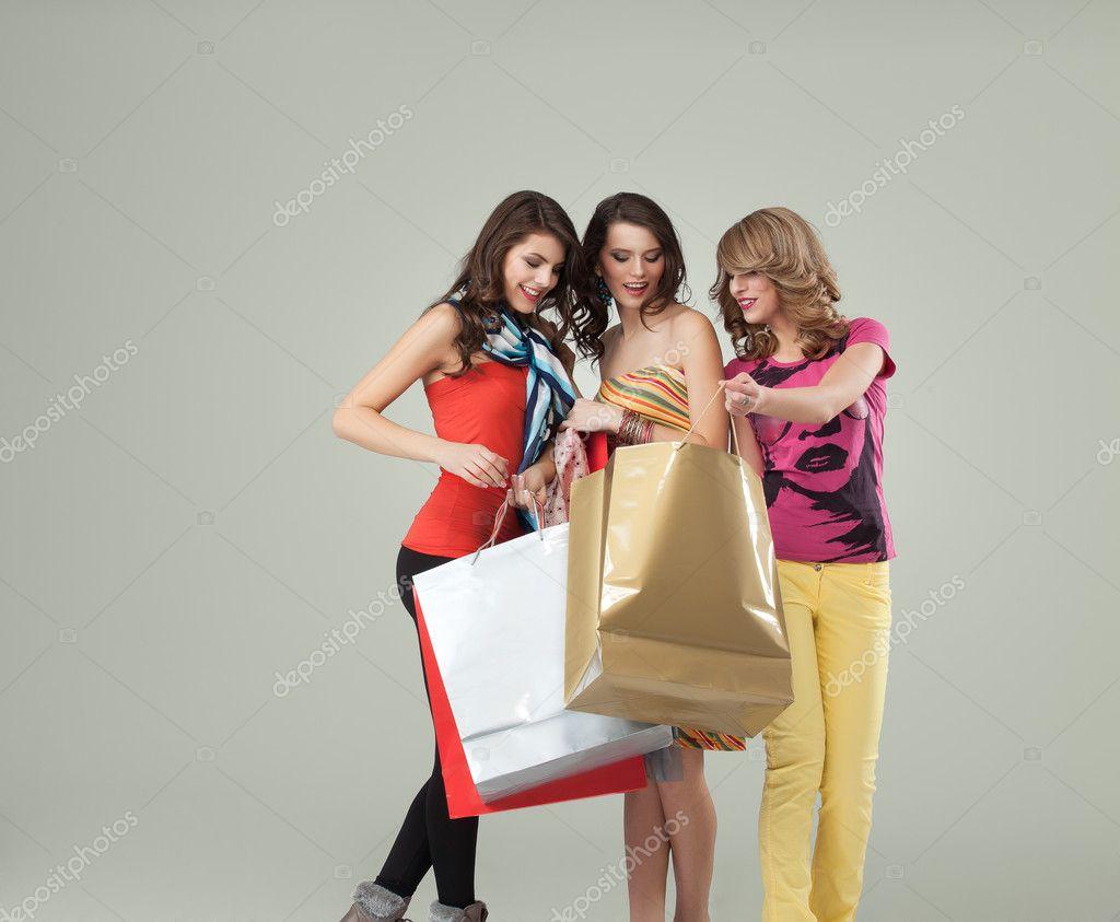 快乐可爱的年轻女人购物 valuavitaly  照片大集合 tan4ikk  快乐微笑