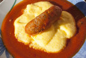 Polenta with tomato sauce and sausage — Stockfoto