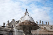 Bernini's fountain at St peter square in Rome — Stock Photo