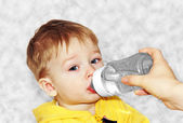 Karmienie dziecka. — Zdjęcie stockowe