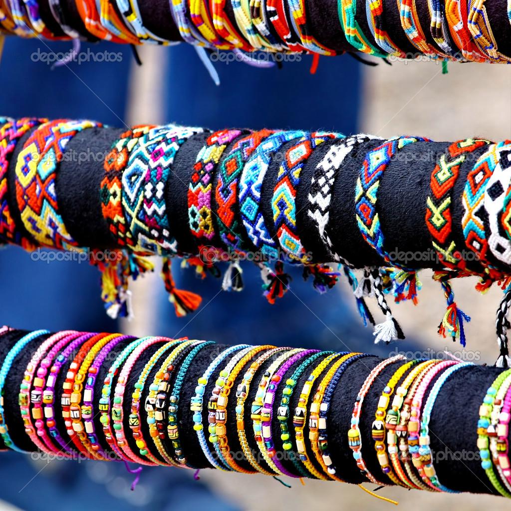 Aparador Sala De Jantar Moderno ~ Artesanato pulseiras coloridas u2014 Fotografias de Stock u00a9 ELINA #32116453