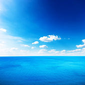 Blue sea under clouds sky — Stock Photo