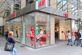 H&M fashion store — Stock Photo