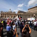 Vatican pilgrims — Stock Photo #29964711