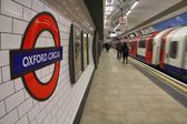 Travelers hurry at Oxford Circus underground station — Stock Photo