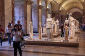 Museumsbesucher in paris — Stockfoto
