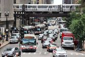 People drive downtown in Chicago — Stock Photo