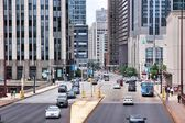 People drive downtown in Chicago — Foto Stock
