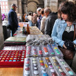 Shoppers visit Sunday Collectible Market — Stockfoto