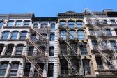 Old residential buildings in Midtown Manhattan — Stock Photo