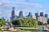 City skyline with Benjamin Franklin parkway. — Stock Photo
