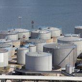 Sea port tanks — Stock Photo