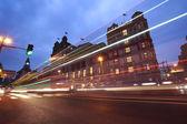 Senderos de luz y coche en vista bund edificios de estilo europeo noche de shangai — Foto de Stock